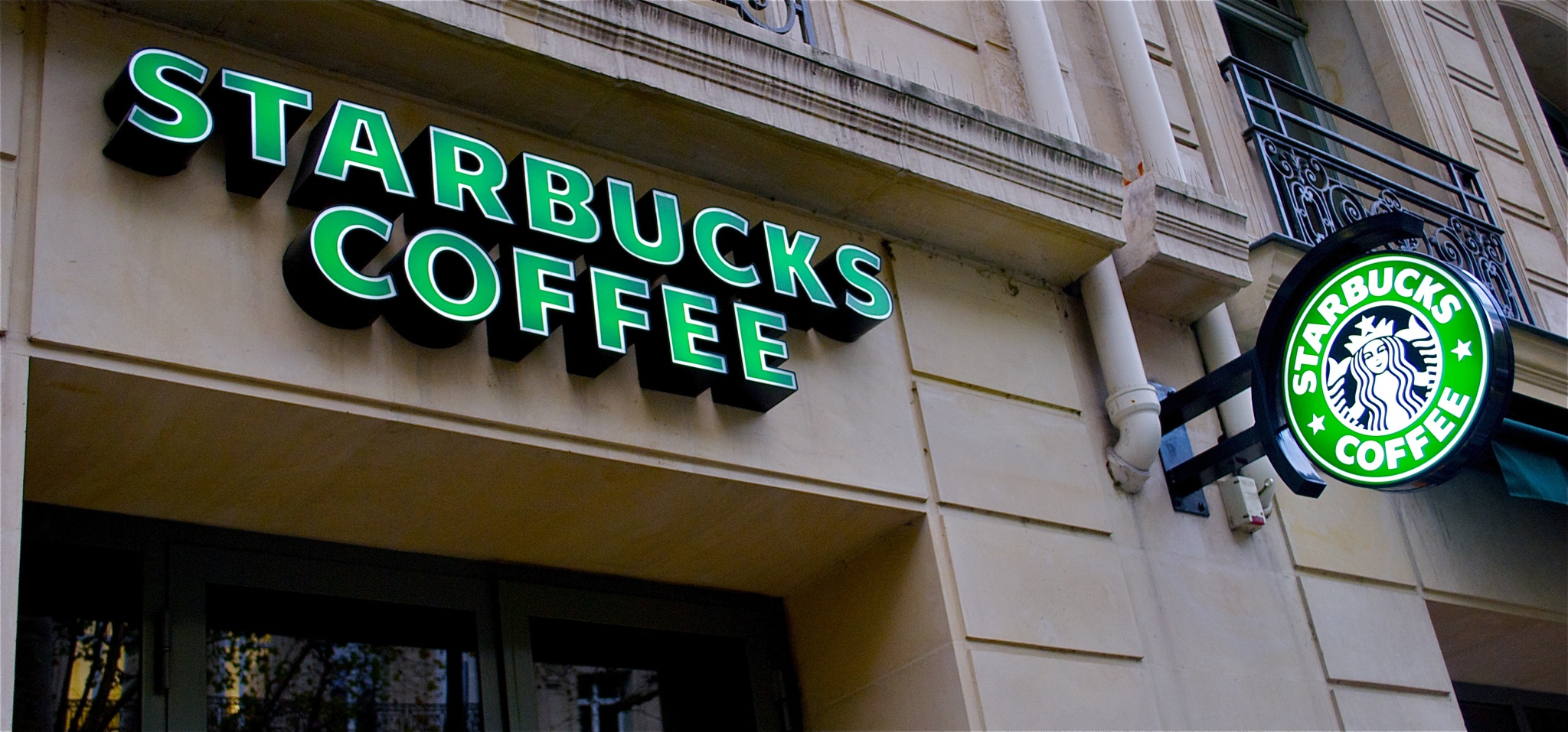 QR code test drives 27% of in-store Starbucks customers to trial app