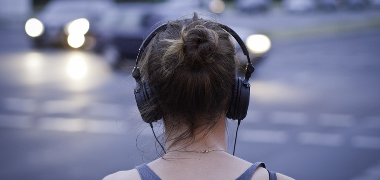 Podcasts outperform traditional media, digital display on brand awareness
